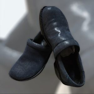 B.o.c Navy Blue Leather Clogs